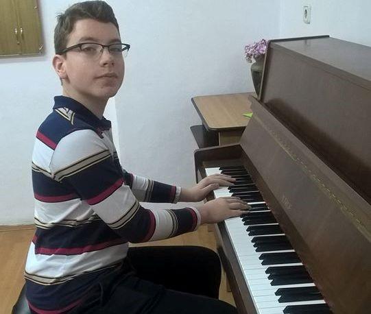 pianist-aram-nita